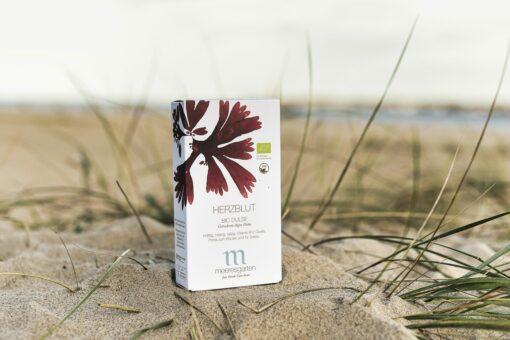 Herzblut – Bio Dulse Getrocknete Algen-Flakes am Strand