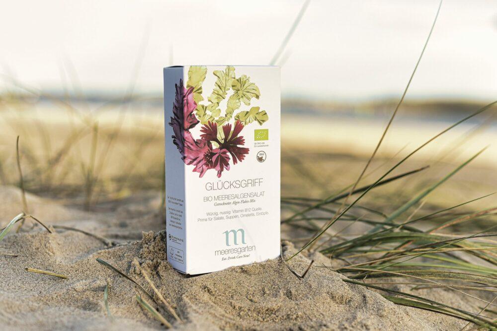 Glücksgriff – Bio Meeresalgensalat Getrockneter Algen-Flakes-Mix am Strand