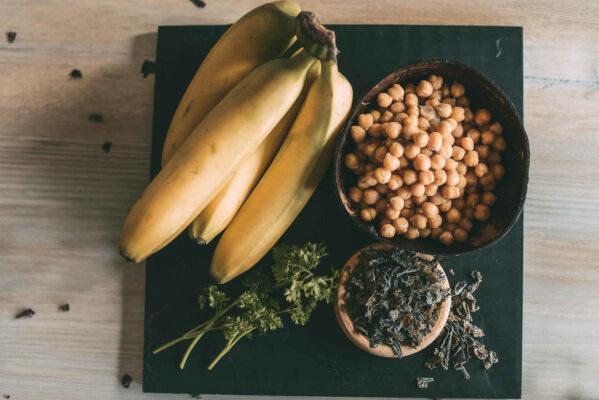 Kandierte-Banane-mit-Kichererbsen