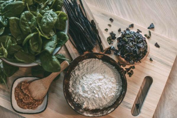 Teigtaschen-mit-Spinat-und-Erdnussbutter